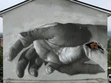 Holy street art (possedere la materia, cogliere lo Spirito)
