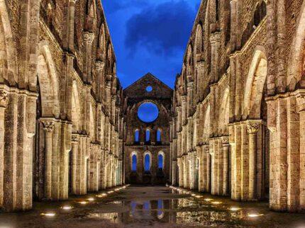 Colline, borghi medievali e grandi abbazie (in compagnia di santa Caterina da Siena)
